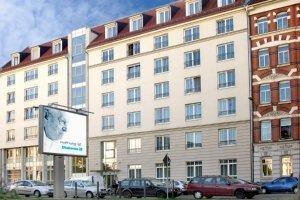 pflegeheim_albert-schweitzer_-_diakonie_leipzig_-_stra_enansicht_757.jpg